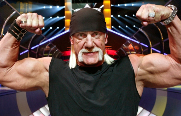 Hulk Hogan attaqué par les Aces & Eights